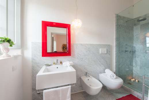 Villa Caprolo - Ground floor twin bedroom bathroom