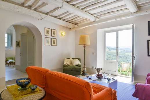 Villa Caprolo - Independent suite sitting room leading outside (x20 option only)