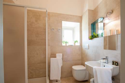 Villa Caprolo - Independent suite bathroom with bath. (x20 option only)