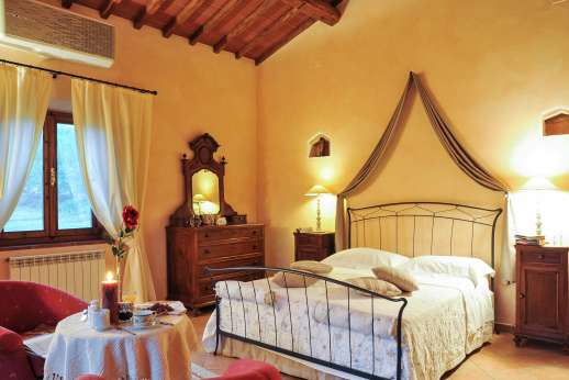 Villa D'Elsa - Air conditioned double bedroom.