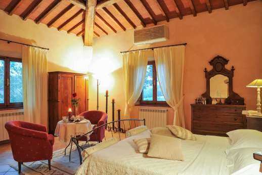 Villa D'Elsa - Another view of the air conditioned double bedroom.