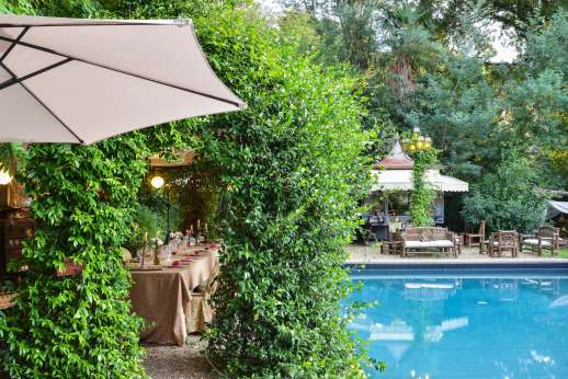 Villa De Lanfranchi - The villa is immersed in a private fenced park a copse of trees and plants.