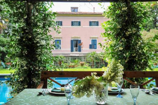 Villa De Lanfranchi - This villas charm and character all offer the idyllic setting for a family reunion or a gathering of friends to relax and unwind in a tranquil ambiance.