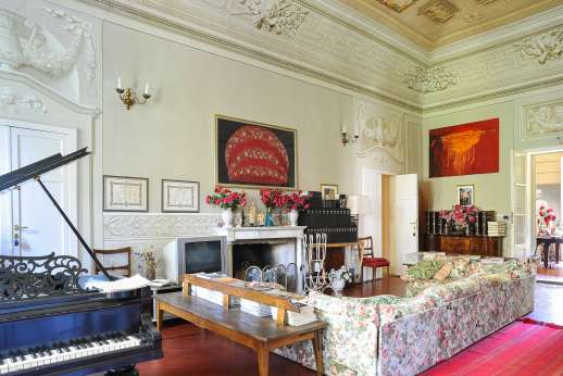 Villa De Lanfranchi - A Grand piano for those who play.