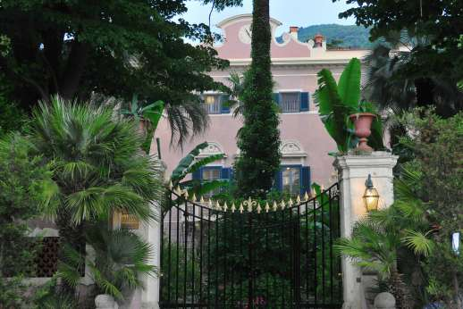 Villa De Lanfranchi - The main gates to Villa De Lanfranchi.
