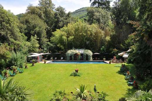 Villa De Lanfranchi (x 14 people) with Staff and Cook - The well maintained lawn with leads down to the private swimming pool.