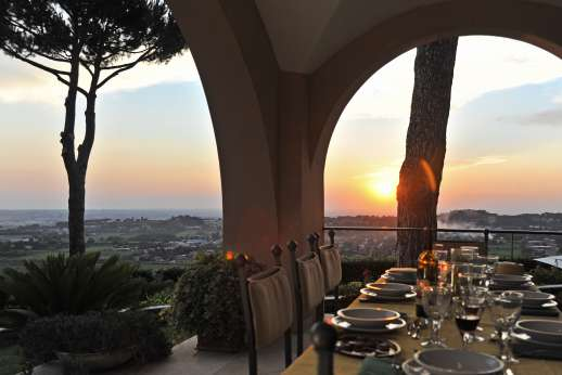 Villa delle Lance - Enjoy the evening views at Lance.