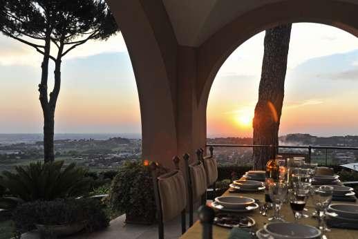 Villa delle Lance - Enjoy the evening views at Lance.