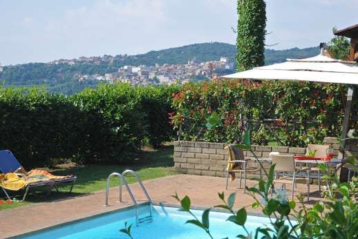 Villa delle Lance - Delightful villa with lots of shaded areas with great views on the edge of the village of Genzano.