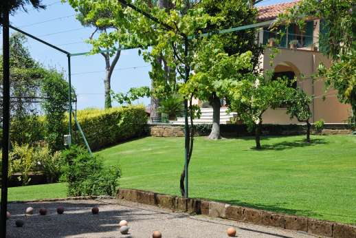 Villa delle Lance - A lovely garden, and boules.