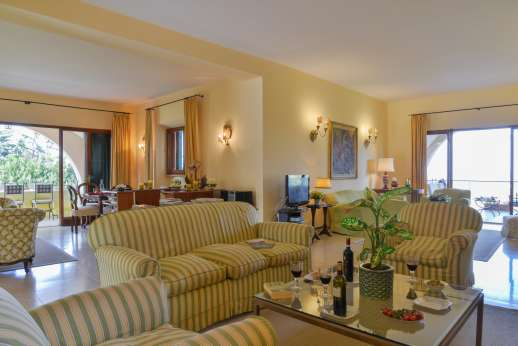 Villa delle Lance - Spacious and airy, the perfect room for relaxing after a day sightseeing, or sunbathing!