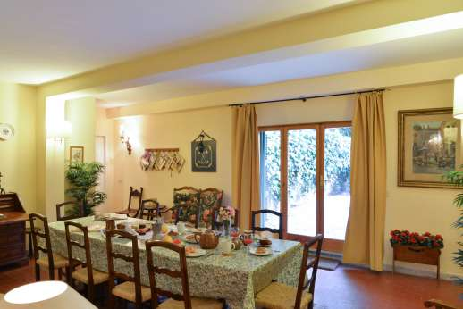 Villa delle Lance - The large dining room with doors to outside