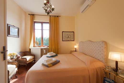 Villa delle Lance - First floor, double bedroom. All the bedrooms are air-conditioned.
