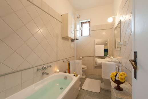 Villa delle Lance - First floor, bathroom.
