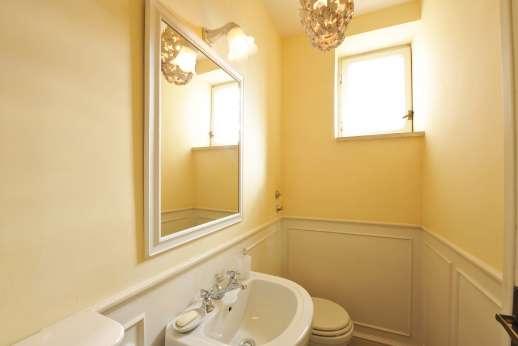 Villa delle Lance - Ground floor bathroom.