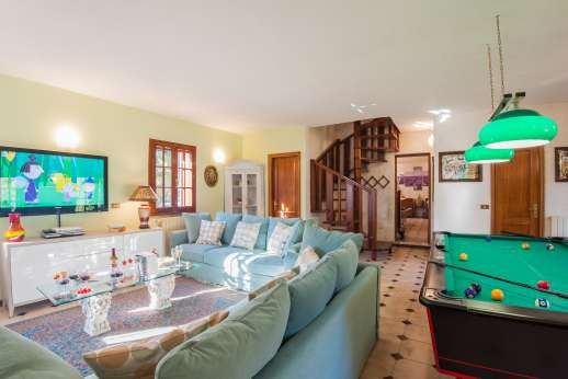 Villa Denise - Large living room with pool table