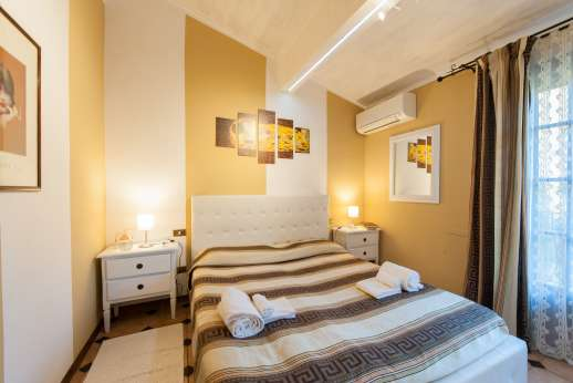 Villa Denise - Air conditioned double bedroom, first floor.
