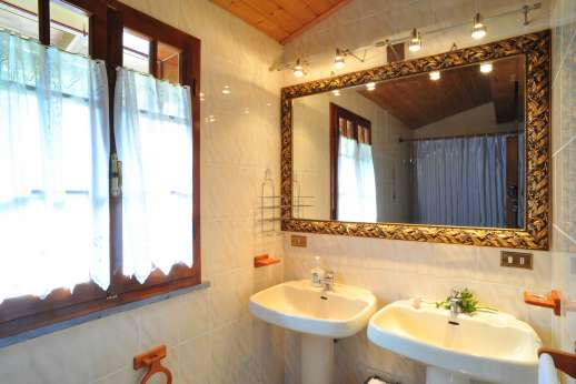 Villa Denise - First floor bathroom