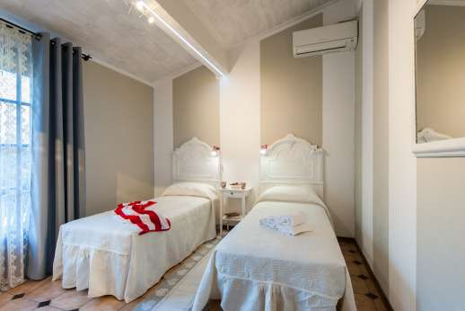 Villa Denise - The air conditioned twin bedroom convertible to double.