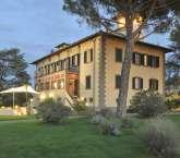 Villa di Bagnolo, Tuscany. Sleeps: 14