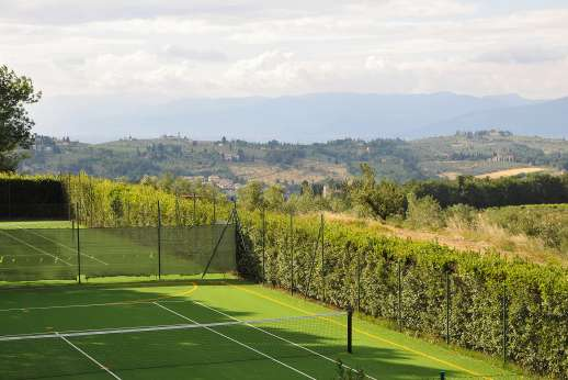 Villa di Bagnolo - The two all-weather tennis courts overlooking the hills of Florence.