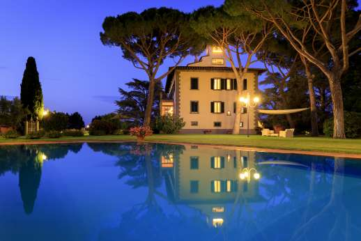Villa di Bagnolo - A magical villa with an outdoors that can be enjoyed in the evening