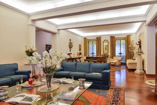 Villa di Bagnolo - Large sitting room with fireplace and dining table.