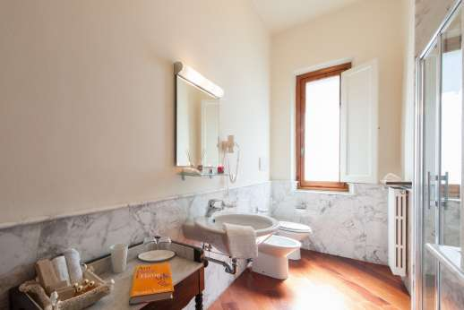 Villa di Bagnolo - Another of the bathrooms.