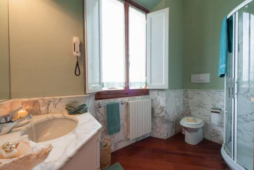 Villa di Bagnolo - The en suite bathroom.