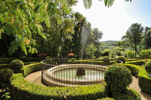 Villa Di Masseto - Magnificent 16C villa in the hills  near Florence. Beautiful contemporary stylish interiors, private swimming pool, Luxurious bedrooms & ensuite bathrooms.