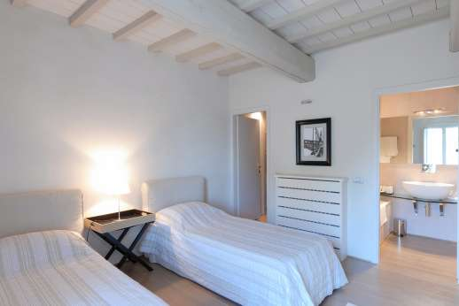 Villa Di Masseto - The Tower, air-conditioned twin bedroom with en suite bathroom.