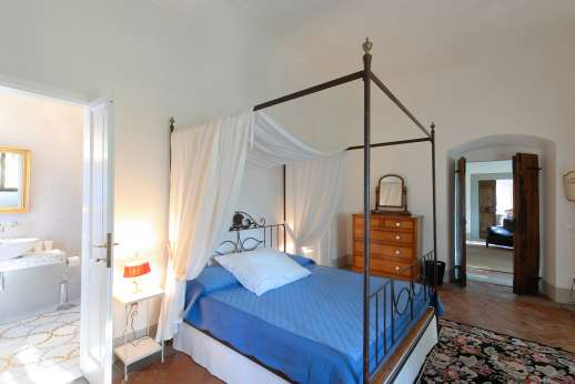Weddings at Villa Di Masseto - Double bedroom with en suite bathroom, called Rebecca's room.