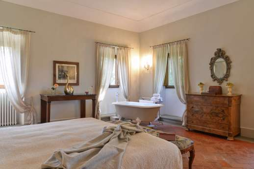 Weddings at Villa Di Masseto - La Stanza del Marchese with bath tub
