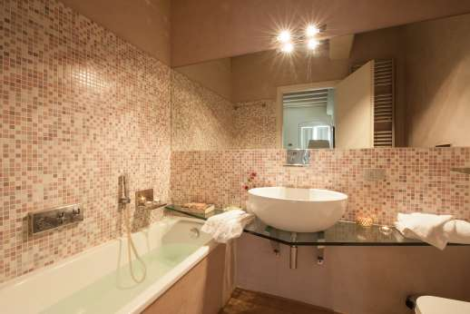 Weddings at Villa Di Masseto - En suite bathroom