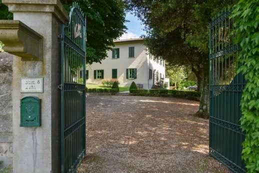 Villa di Pile - Gated entrance to Villa di Pile