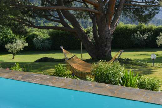 Villa di Pile - Relax by the pool.