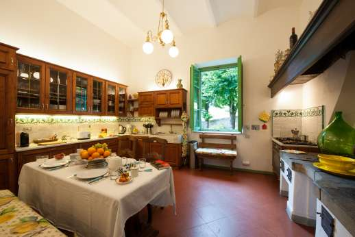 Villa di Pile - The kitchen with fireplace.