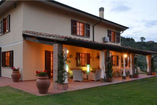 Villa Doveri - Villa Doveri combines all the benefits of a modern building with the charm of a traditional farmhouse.