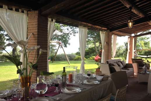 Villa Doveri - Enjoy summer dining and an espresso under the loggia.