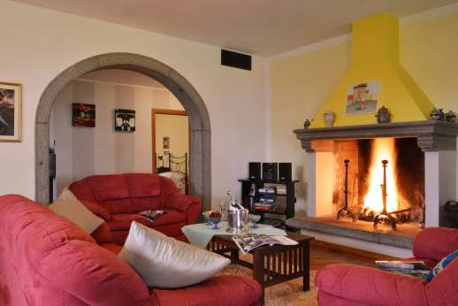 Villa Doveri - Open plan sitting room with working fireplace.