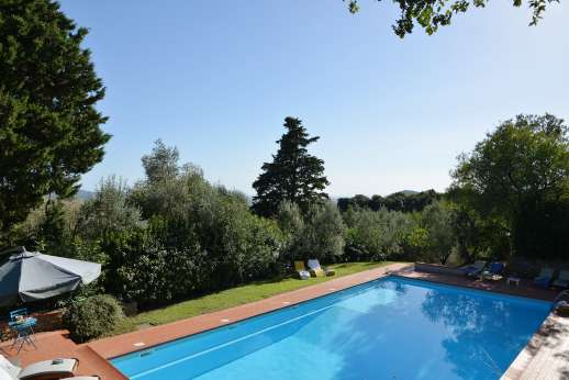 Villa Doveri - Pool terrace with lovely views.