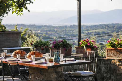 Villa Giotto - The dining loggia offers spectacular views.