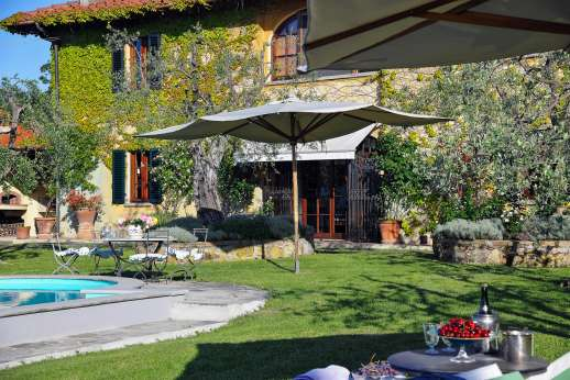 Villa Giotto - Villa Giotto is a very stylish and beautifully restored country home that simply could not be better located for exploring the city and the Chianti Classico region.