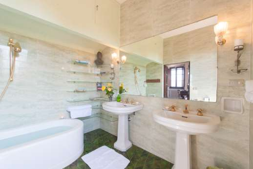 Villa Giotto - Shared bathroom.
