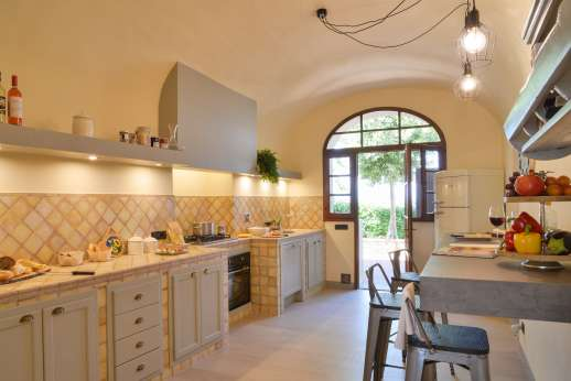 Villa Le Botti - Kitchen leads out to a dining loggia for al fresco meals.