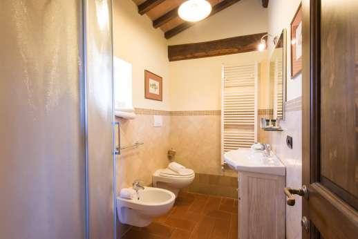 Villa Le Botti - En suite bathroom
