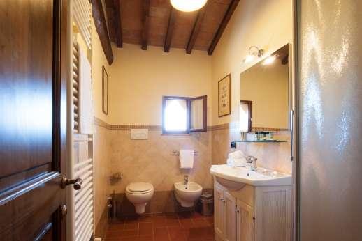 Villa Le Botti - And en suite bathroom.