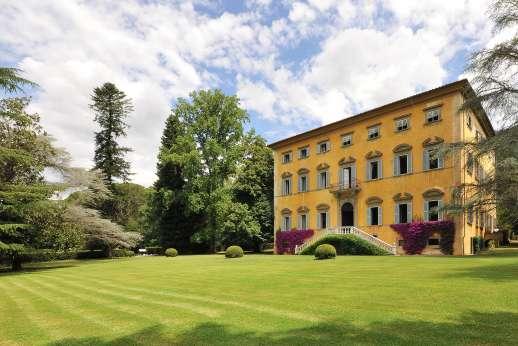 Villa Lungomonte - Villa Lungomonte, between Lucca and Pisa. Tuscany.