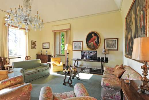 Villa Lungomonte - View of the green corner of the large living room.