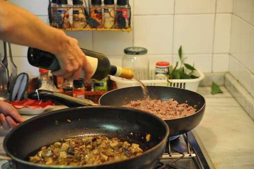Villa Lungomonte - Enjoy the wonderful Tuscan dishes prepared by the staff.